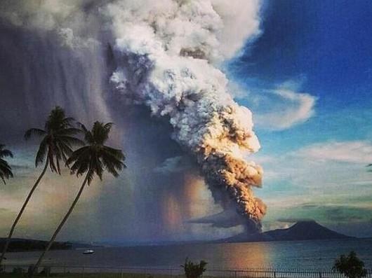 Papua-Nowa Gwinea - Potężna erupcja wulkanu Tavurvur 2