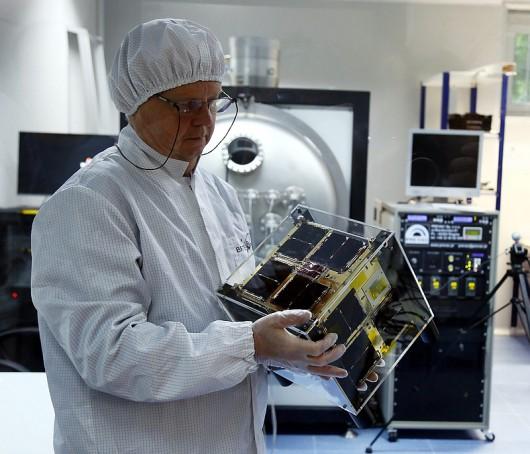 "Waldemar Bujwan i satelita ""Heweliusz"""