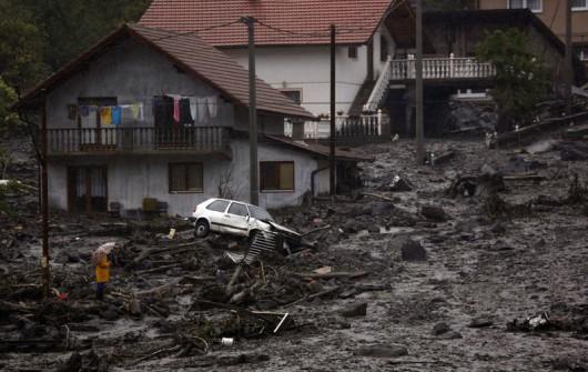 Serbia, Bośnia i Hercegowina - Fala powodziowa na Bałkanach zniszczyła domy, drogi, spowodowała osuwiska ziemi 3