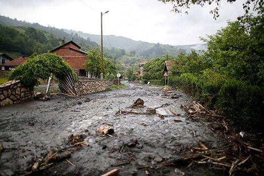 Serbia, Bośnia i Hercegowina - Fala powodziowa na Bałkanach zniszczyła domy, drogi, spowodowała osuwiska ziemi 4