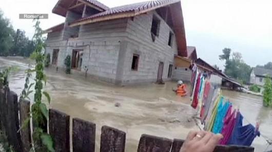 Serbia, Bośnia i Hercegowina - Fala powodziowa na Bałkanach zniszczyła domy, drogi, spowodowała osuwiska ziemi 5