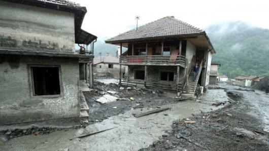 Serbia, Bośnia i Hercegowina - Fala powodziowa na Bałkanach zniszczyła domy, drogi, spowodowała osuwiska ziemi 6