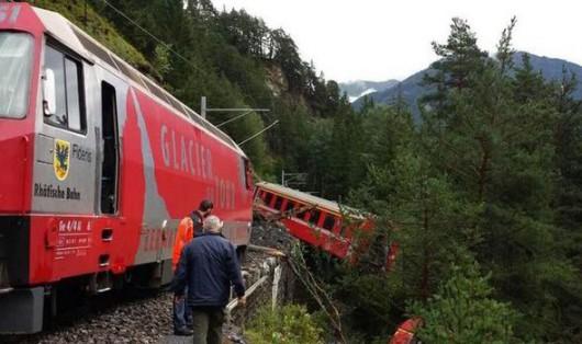 Szwajcaria - W wąwozie wykoleił się pociąg, przyczyną było osuwisko ziemi 1