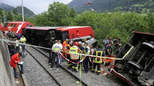 Szwajcaria - W wąwozie wykoleił się pociąg, przyczyną było osuwisko ziemi 2