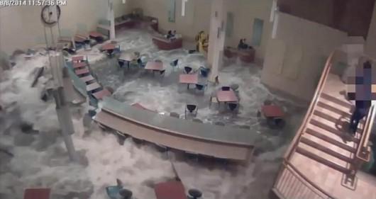 USA - Ogromna fala zalewa szpital w stanie Nebraska