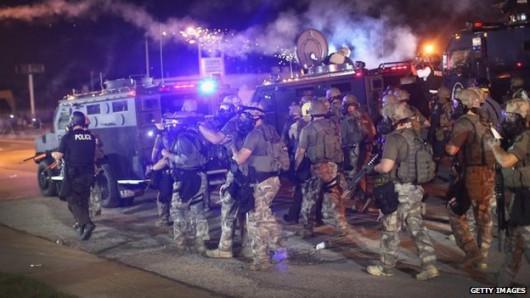 USA - W związku z zamieszkami gubernator wydał polecenie wprowadzenia na ulice Ferguson Gwardii Narodowej 2