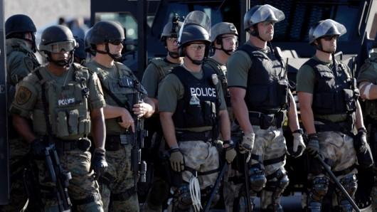 USA - W związku z zamieszkami gubernator wydał polecenie wprowadzenia na ulice Ferguson Gwardii Narodowej 3