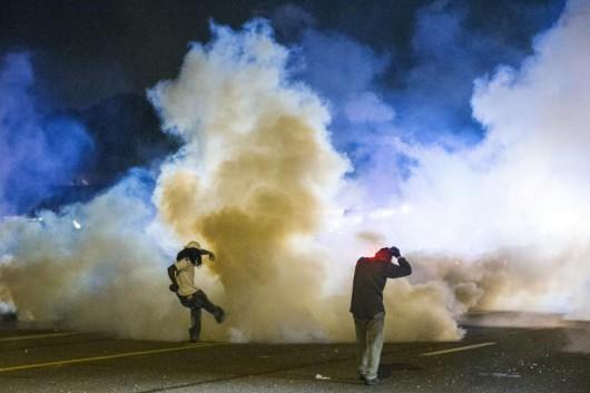 USA - W związku z zamieszkami gubernator wydał polecenie wprowadzenia na ulice Ferguson Gwardii Narodowej 4