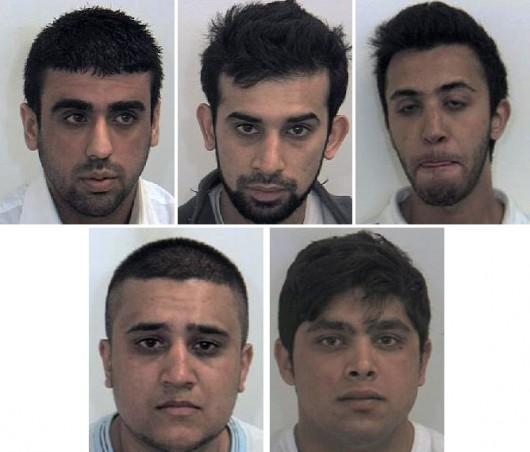 (W kierunku wskazówek zegara od góry po lewej) Mohsin Khan, 21, Razwan Razaq, 30, Adil Hussain, 20, Zafran Ramzan, 21 i Umar Razaq, 24, z Rotherham uwięziono za przestępstwa na tle seksualnym wobec dziewcząt w 2010 roku