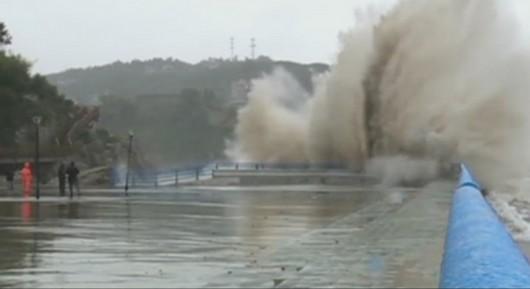 Chiny - Tajfun Fung-Wong przyniósł opady rzędu 161 l na mkw 6