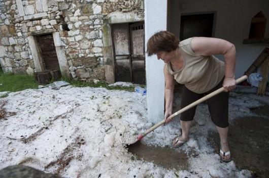 Chorwacja - Burze, ulewne deszcze i grad wielkości orzecha włoskiego