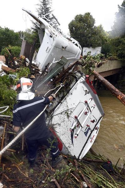 Francja - Potężna burza przeszła przez południe kraju 7