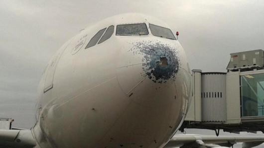 Grad mocno uszkodził samolot pasażerski Airbus A330 na wysokości 7600 metrów 2