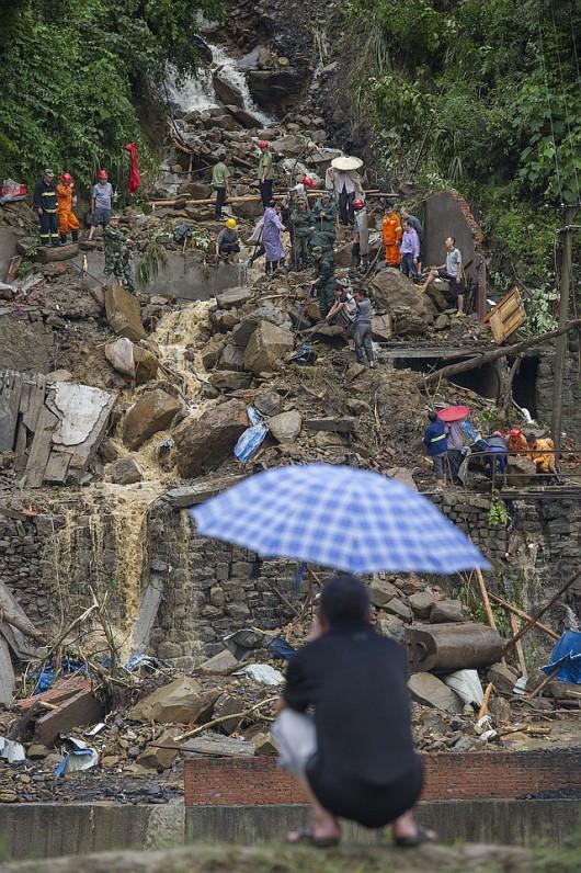 Huit morts dans des glissements de terrain à Chongqing