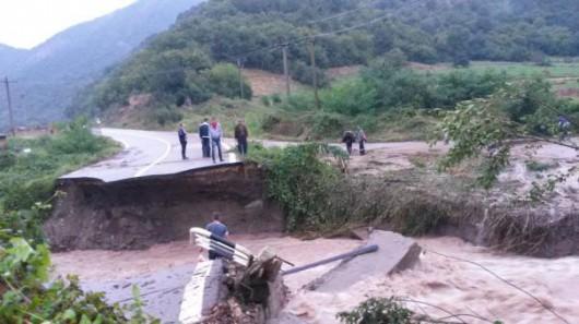 Rumunia - Przez ulewne deszcze wezbrany Dunaj przerwał most, odcinając od świata miasto Moldova Noua 3