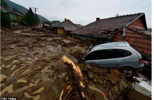 Serbia - Powódź na wschodzie kraju, samochody pływały w błocie 1