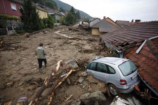 Serbia - Powódź na wschodzie kraju, samochody pływały w błocie 3