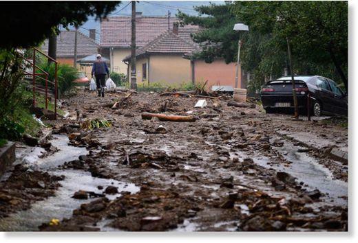 Serbia - Powódź na wschodzie kraju, samochody pływały w błocie 4