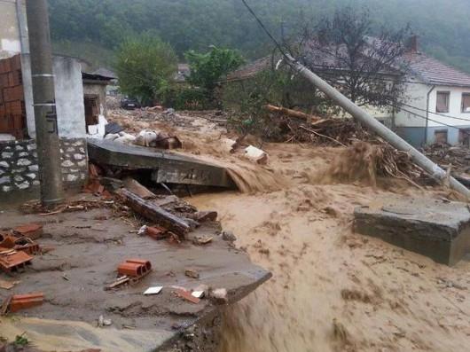 Serbia - Powódź na wschodzie kraju, samochody pływały w błocie 6