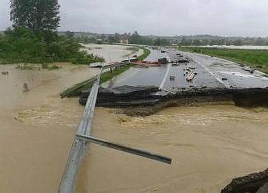 Serbia - Powódź na wschodzie kraju, samochody pływały w błocie 7