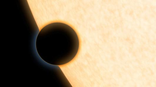 Tak planeta HAT-P-11b może wyglądac podczas przejścia przed tarczą swojej gwiazdy /NASA/JPL-Caltech /