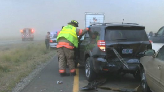 USA - Kilkadziesiąt zniszczonych samochodów przez burzę piaskową w stanie Waszyngton 1