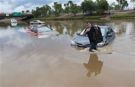 USA - Przez cyklon Norbert okolice Las Vegas znalazły się pod wodą 12
