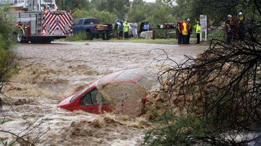 USA - Przez cyklon Norbert okolice Las Vegas znalazły się pod wodą 13
