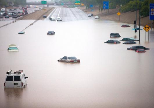 USA - Przez cyklon Norbert okolice Las Vegas znalazły się pod wodą 14