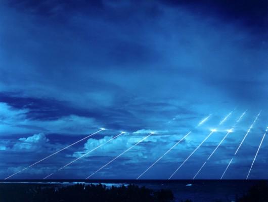 Unikalne zdjęcie z testów amerykańskiej rakiety balistycznej Peacekeeper. Widać na nim efekt działania systemu MIRV