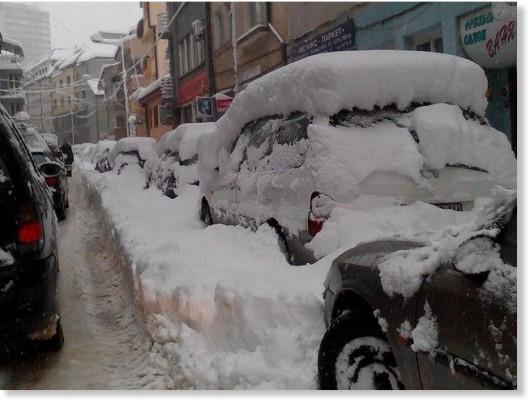 Bułgaria - Ulewny deszcz i śnieżyce paraliżują kraj, 30 tysięcy domów bez prądu 3