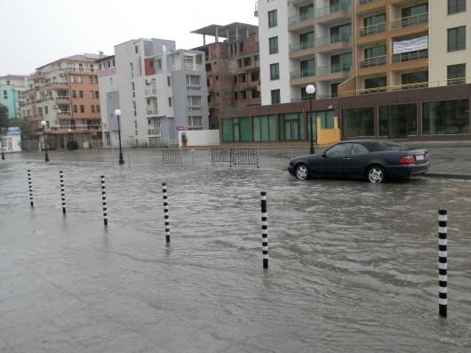 Bułgaria - Ulewny deszcz i śnieżyce paraliżują kraj, 30 tysięcy domów bez prądu 8