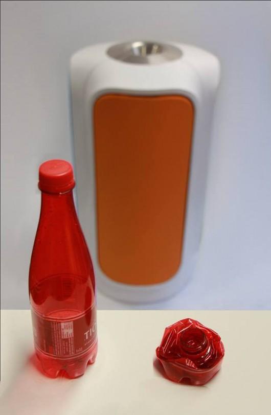 Do takich wymiarów kosz zmniejszył plastikową butelkę /Green Creative /