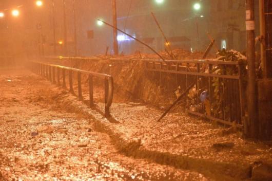 Genua , Włochy - Gwałtowne i ogromne opady deszczu 1
