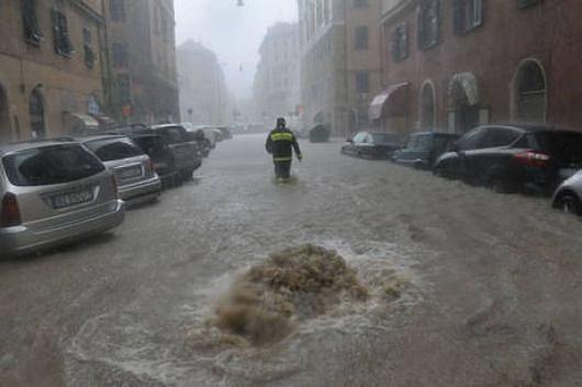 Genua , Włochy - Gwałtowne i ogromne opady deszczu 5