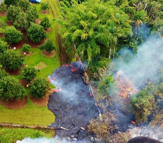 Hawaje, USA - Lawa zaczyna niszczyć domy 3