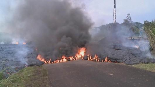 Hawaje, USA - Lawa zaczyna niszczyć domy 7