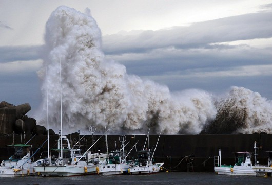 Japonia - Przez potężny tajfun Phanfone na Tokio spadło 300 lmkw 1