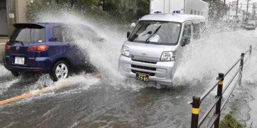 Japonia - Przez potężny tajfun Phanfone na Tokio spadło 300 lmkw 2