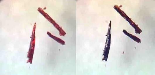 Kryształki zmieniają kolor, ciemnieją, gdy pochłaniają tlen (po prawej). Gdy go oddają, stają się ponownie różowe (po lewej) / University of Southern Denmark /