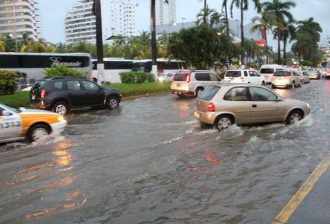 Meksyk - Powodzie i lawiny błotne na południu kraju 2