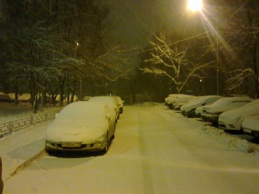 Moskwa, Rosja - W ciągu doby spadło 20 cm śniegu 2