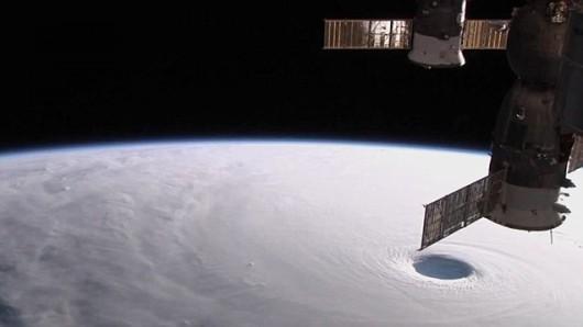 Tajfun Vongfong nad Japonią, wiatr osiągnął prędkość 230 kmh