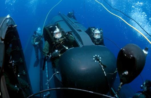 Tak wyglądają klasyczne podwodne pojazdy dywersyjne. Nie są to normalne okręty podwodne, ale jedynie środek lokomocji dla nurków. Nie nadają się do misji trwających wiele dni