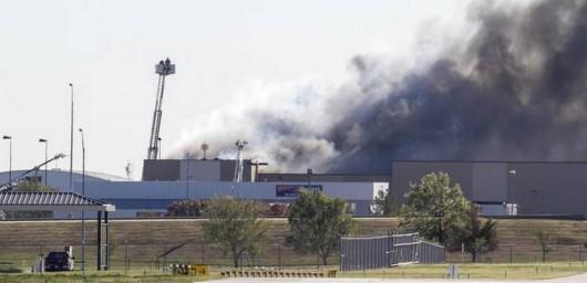 USA - Samolot po starcie wleciał w budynek służb ruchu lotniczego 2