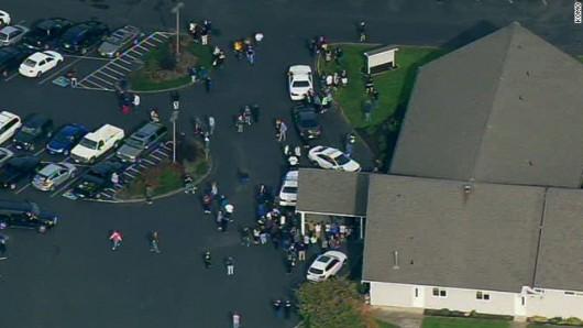 USA - W szkole średniej w Seattle jeden z uczniów zaczął strzelać na stołówce, ranił 6 osób i zabił się 2