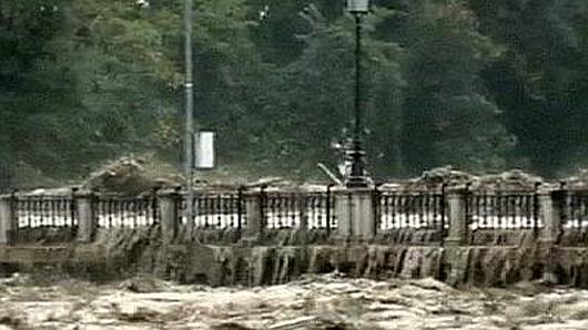 Włochy - Deszcze, osunięcia ziemi i lawiny błotne  03