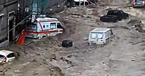 Włochy - Deszcze, osunięcia ziemi i lawiny błotne  06