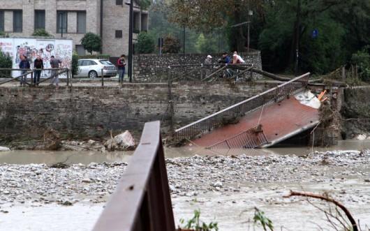 Włochy - Deszcze, osunięcia ziemi i lawiny błotne 20