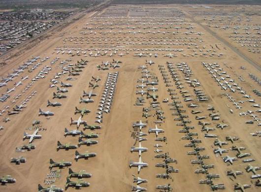 Arizona, USA - Cmentarzysko samolotów na pustyni